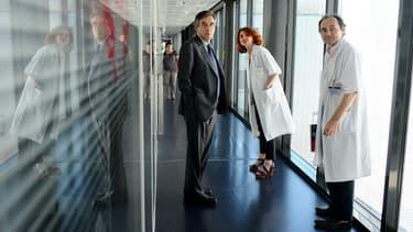 François Fillon lors d'une visite à L'Institut Universitaire du Cancer de Toulouse, le 4 juin 2015.