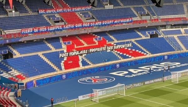 La banderole des supporters parisiens contre la Super League