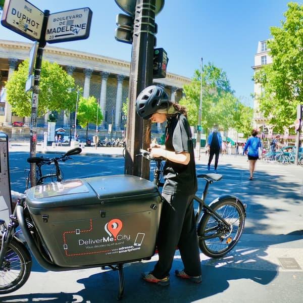 Les livreurs de DeliverMe City sont en biporteur électrique