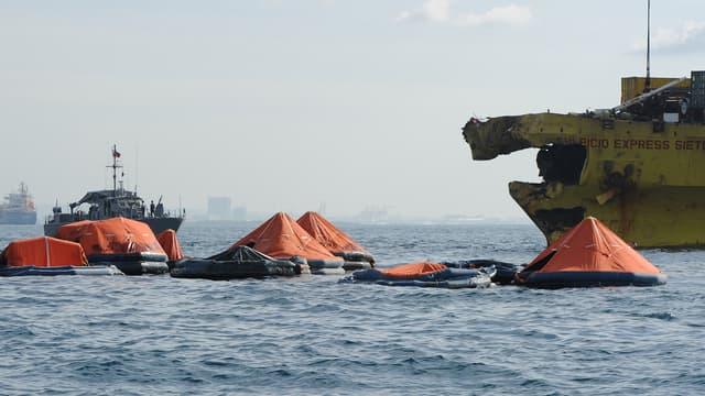 Les secours continuent de rechercher des survivants, après la collision frontale entre en cargo et un ferry survenue dans l'archipel philippin.