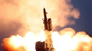 Le tir d'essai d'un système de fusée à lancement multiple ultra-large, le 28 novembre 2019, en Corée du Nord.