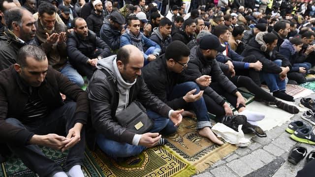 Depuis le mois de mars, des prières de rue ont lieu à Clichy.