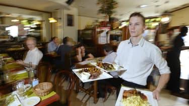Parmi les salariés obligés de travailler le lundi 1er mai, les serveurs sont en première ligne.