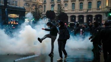 Des tensions ont éclaté à la fin de la manifestation parisienne, jeudi 9 janvier 2020.