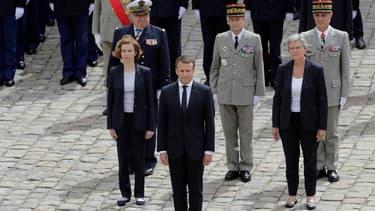 Emmanuel Macron et, entre autres, le général Pierre de Villiers, au troisième rang, au centre, aux Invalides, le 30 juin.
