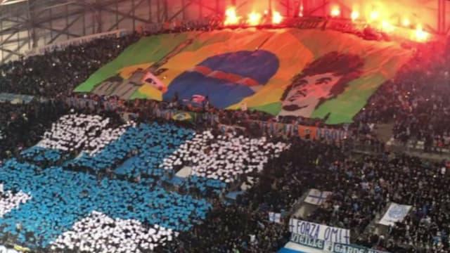 Le tifo en hommage à Luiz Gustavo