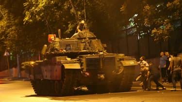 Des militaires ont tenté de renverser le pouvoir turc vendredi soir, causant beaucoup de confusion en Turquie et une violente riposte d'Ankara au cours de la nuit.