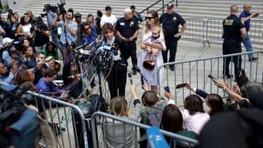 L'avocate Gloria Allred, représentant une victime présumée de Jeffrey Epstein parle à la presse devant la Cour Fédérale des Etats-Unis, le 27 août (illustration)