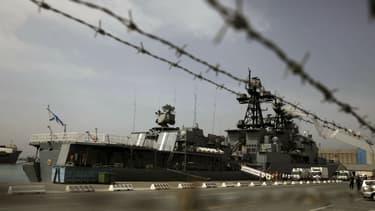 Un destroyer russe a dû utiliser des armes à feu pour avertir un bateau turc et éviter une collision en mer Egée selon Moscou.