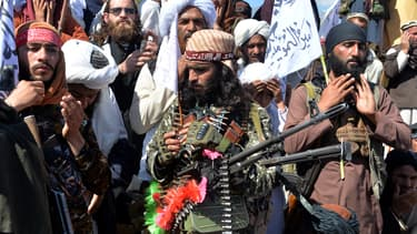 """Des talibans célèbrent """"leur victoire"""" contre les États-Unis, le 2 mars 2020."""