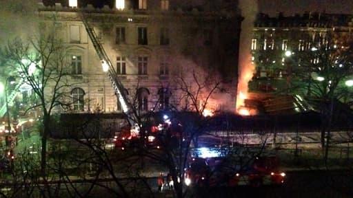 L'incendie s'est déclaré vers 6h15 au rez-de-chaussée de l'immeuble.