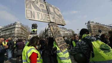 Rassemblement de gilets jaunes place Denfert-Rochereau à Paris, le 23 mars 2019 - FRANCOIS GUILLOT / AFP