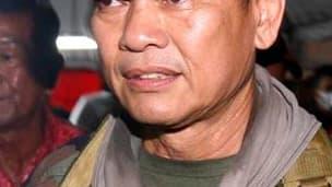 """Blessé d'une balle en pleine tête jeudi à Bangkok, le général renégat et conseiller militaire des """"chemises rouges"""", Khattiya Sawasdipol, a succombé lundi à ses blessures, annonce le directeur de l'hôpital où il avait été admis. /Photo prise le 12 mai 201"""