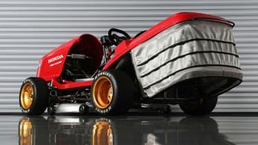 """Le """"Mean Mower V2"""" peut atteindre les 240 km/h... et tondre jusqu'à 80 km/h!"""