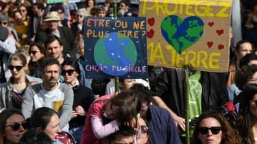 Des milliers de jeunes doivent manifester vendredi pour réclamer des actions contre le changement climatique (illustration).