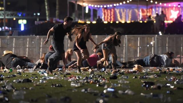 Des spectateurs du festival Route 91 Harvest prennent la fuite lors de la fusillade de dimanche soir.