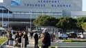 Devant l'aéroport de Toulouse, le 29 novembre 2013.