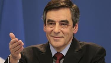 """L'ancien Premier ministre François Fillon a confirmé samedi sur son compte Twitter et dans une interview au """"Journal du dimanche"""" qu'il serait candidat à la présidence de l'UMP. /Photo prise le 30 janvier 2012/REUTERS/Charles Platiau"""