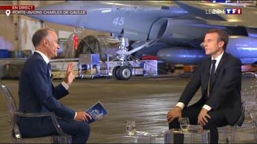 Emmanuel Macron sur le porte-avion Charles de Gaulle ce mercredi soir.