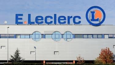 Certains supermarchés Leclerc ont continué à vendre des produits Lactalis pourtant visés par un rappel.