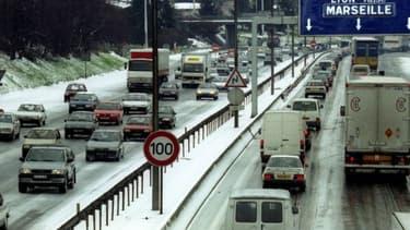 """L'Etat réfléchit à une contribution des sociétés d'autoroutes à l'""""effort général"""""""