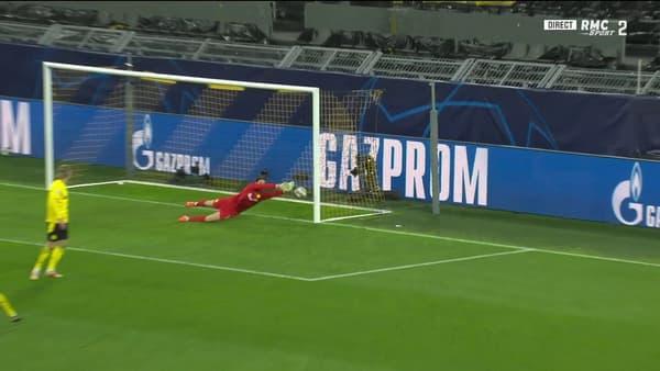 Le gardien de Dortmund ne parvient pas à repousser la frappe de Foden