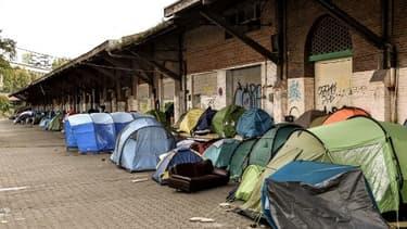 Les tentes installées par les migrants en marge de l'ancienne gare Saint-Sauveur, à Lille le 6 octobre 2017
