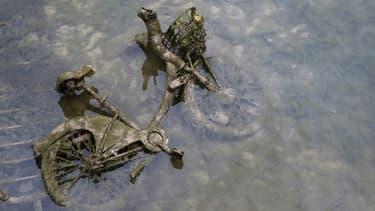 Près de 100 Vélib ont été retrouvés gisant dans la vase du Canal Saint-Martin