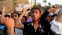 Quelques centaines de manifestants se sont rassemblés vendredi en début de soirée sur la place Tahrir au Caire pour protester contre la décision de l'armée égyptienne de dissoudre le Parlement à l'avant-veille du second tour de l'élection présidentielle o
