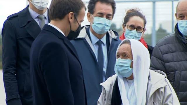 L'ex-otage Sophie Pétronin accueillie par Emmanuel Macron, le 9 octobre 2020.