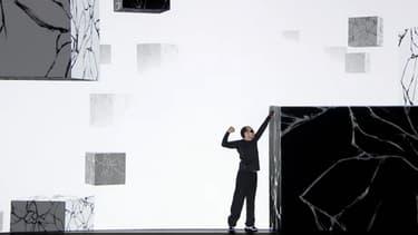 Kyan Khojandi, pendant sa performance visuelle, mardi 4 novembre, lors de la soirée anniversaire des 30 ans de canal +.