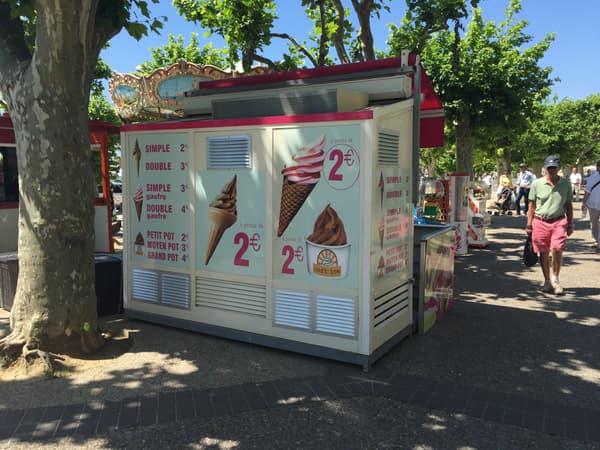 Stand de glace à l'italienne à Cannes