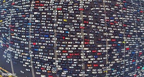 Un rien de tel qu'un coup d'œil aux embouteillages pour se faire une idée de la domination du blanc en Chine.