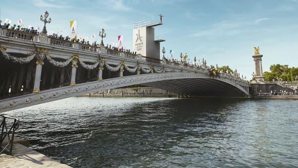 Le plongeoir sur le pont Alexandre III.