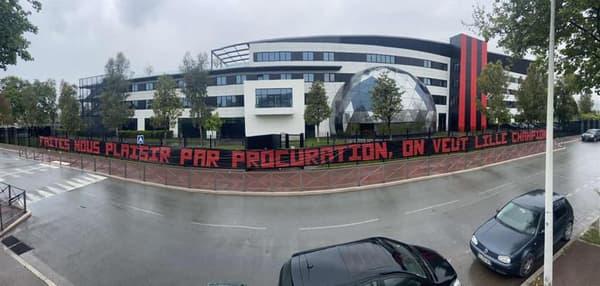 La banderole niçoise avant le match à Lille