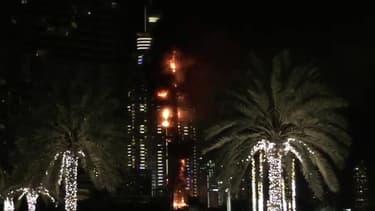 Tour en flammes à Dubaï aux Emirats arabe unis le 31 décembre 2015.