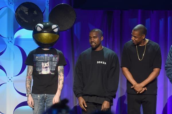 Le 30 mars 2015, l'artiste masqué Deadmau5 (à gauche) était aux côtés de Kanye West (au centre) pour le lancement du service de streaming Tidal.