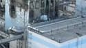Image prise d'un hélicoptère japonais du réacteur n°4 de la centrale nucléaire de Fukushima-Daiichi. Les ingénieurs japonais menaient un combat acharné vendredi pour tenter d'empêcher une catastrophe nucléaire de grande ampleur dans la centrale de Fukushi