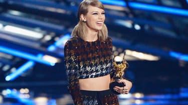 La chanteuse américaine Taylor Swift sur la scène des MTV Video Awards 2015.