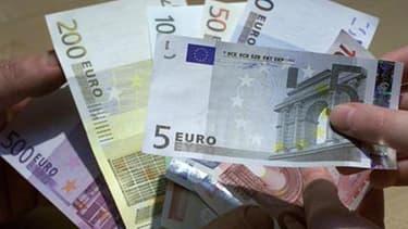 « Augmenter les salaires serait la dernière bêtise à faire », estime le président de la BCE, Jean-Claude Trichet.