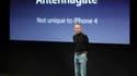 Le directeur général d'Apple, Steve Jobs. La firme à la pomme va offrir aux utilisateurs de l'iPhone 4 une coque gratuite afin de répondre aux critiques sur les problèmes de réception de l'appareil qui pénalisent le titre en Bourse et ternissent l'image d