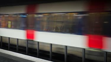 En 2009, deux supporters avaient été fauchés par un RER alors qu'ils longeaient une voie ferrée près du Stade de France (image d'illustration).