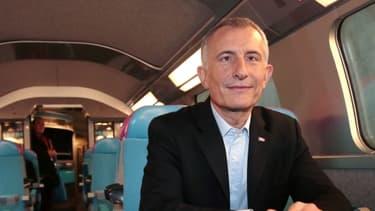 Guillaume Pepy, ici dans un wagon de son nouveau TGV low cost, est reconduit pour 5 ans à la tête de la SNCF.