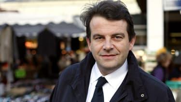 Thierry Solère pose dans un marché de Boulogne-Billancourt, le 4 Janvier 2012.
