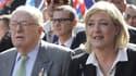 Jean-Marie Le Pen et sa fille Marine, le 1er mai 2012 à Paris.
