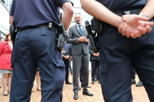 Le Premier ministre Edouard Philippe rencontre les policiers de la Brigade spécialisée de terrain (BST), le 9 juin 2020 à Evry