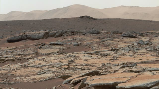 Image de Mars transmise par Curiosity, le 9 décembre 2013.