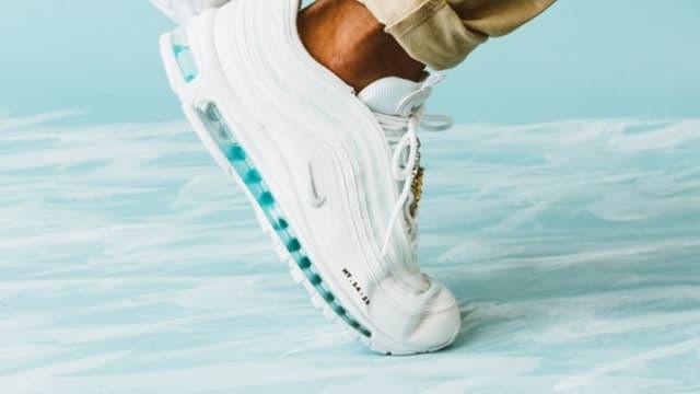 Des Nike avec de l'eau bénite dans la semelle vendues plus de 2700 ...