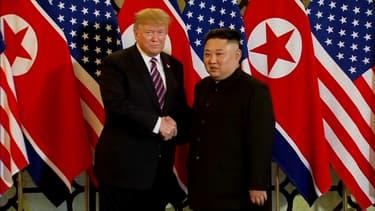La poignée de main des deux dirigeants à Hanoi