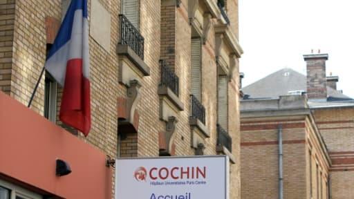Une vue extérieure de l'hôpital Cochin, dans lequel le test ADN est proposé gratuitement, tout comme à la maternité Louis-Mourier à Colombes près de Paris
